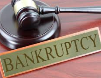 Picture of a law gavel and a sign saying bankruptcy